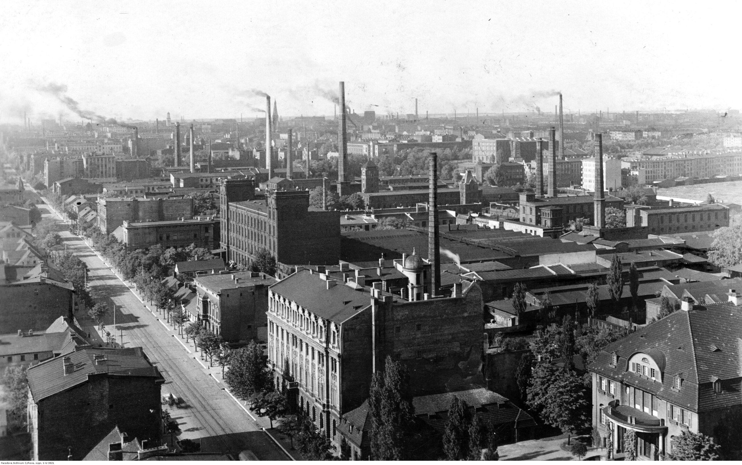 Łódź Według danych z 1930 i 1931 r., pod względem liczby ludności Łódź była 32. miastem w Europie. Liczyła wówczas 605 tys. mieszkańców - więcej niż Turyn, Lizbona, Sztokholm, Rotterdam czy Lyon. Łódź była jednak nieco mniejsza od Wrocławia, który znajdował się wówczas w granicach Niemiec. Współcześnie miasto zamieszkuje niewiele więcej ludzi niż przed wojną. Liczba ludności w 1939 r.: 672 tys., obecnie: 697 tys.